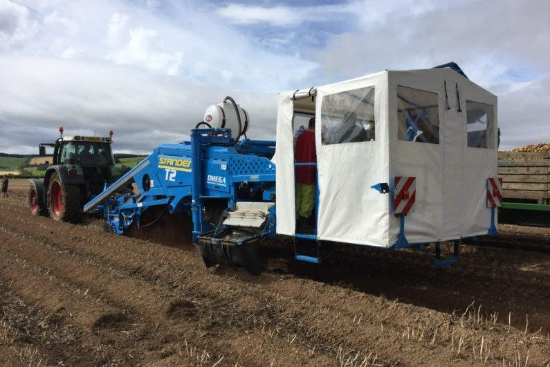 Standen T2 Harvester with special 6 man picking table