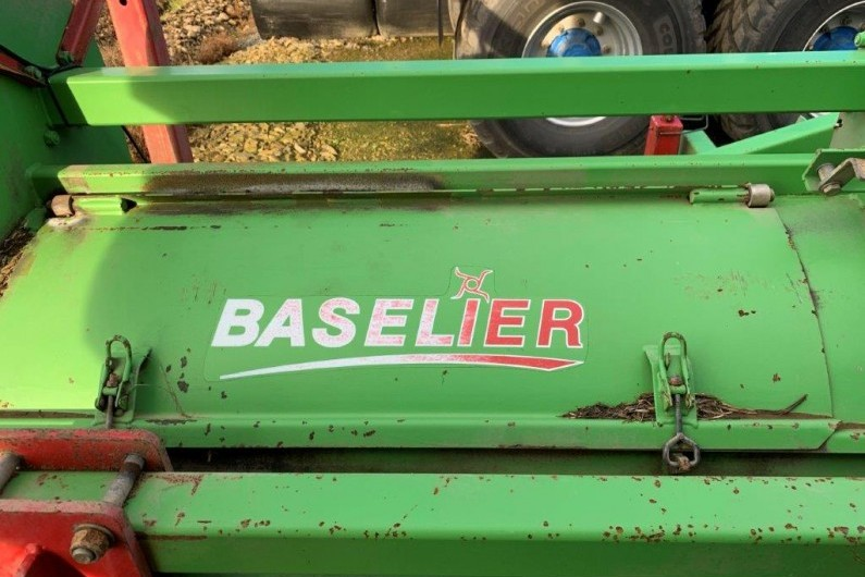 used-baselier-6-row-3-bed-haulm-topper-2011