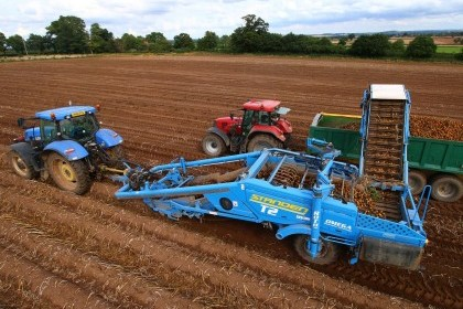 Video thumbnail for Standen T2 Potato Harvester