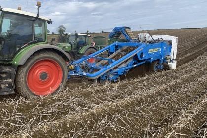 Video thumbnail for Standen T2xs Potato Harvester