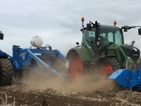 Standen FM-2 potato topper in action